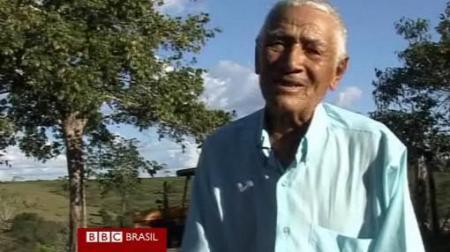 """""""Seu Rogaciano"""" sendo entrevistado pela BBC Brasil"""